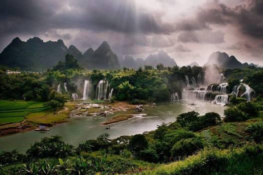 Detian Falls, Karst hills of Daxin County, Guangxi, China